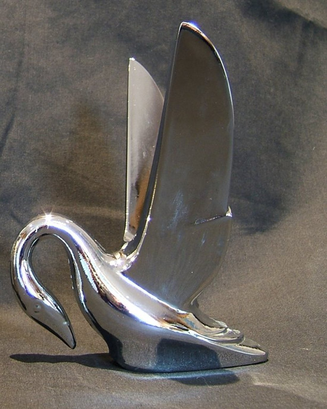 Swan Bonnet Mascot with Smooth Wings-Chrome Plated