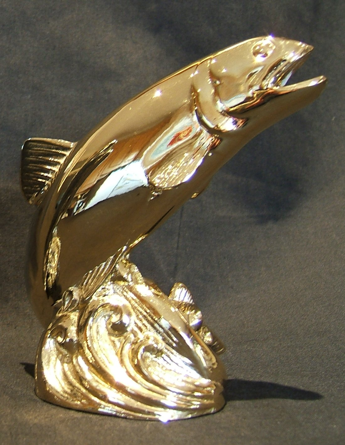 Leaping Salmon Bonnet Mascot-Gold Plated