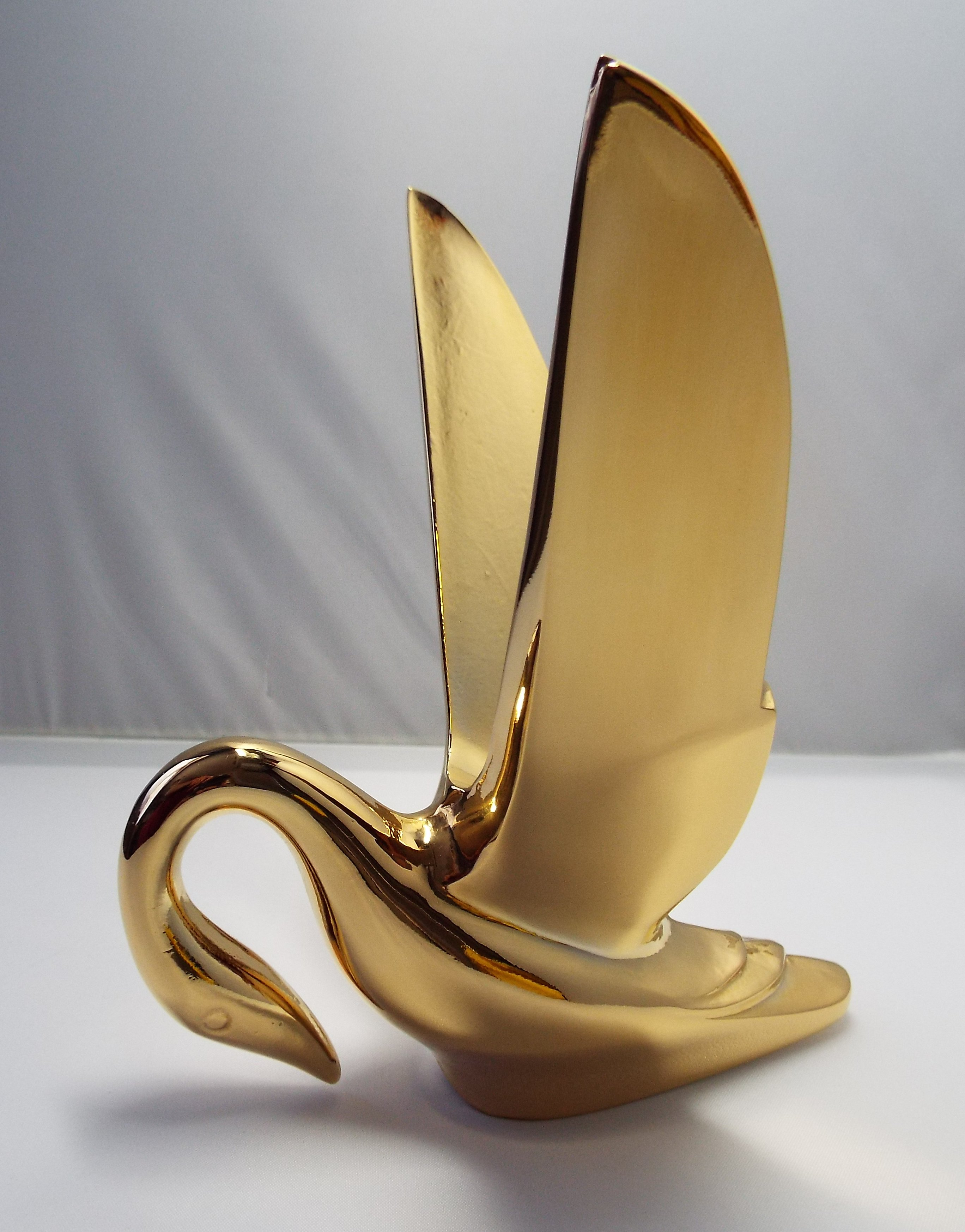 Swan Bonnet Mascot with Smooth Wings-Gold Plated